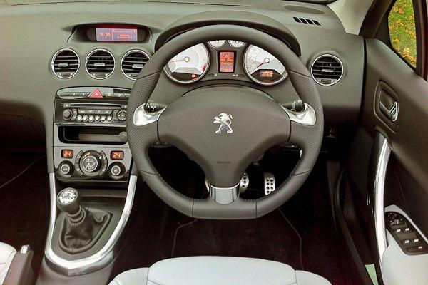 Peugeot 308 CC Roland Garros Dashboard