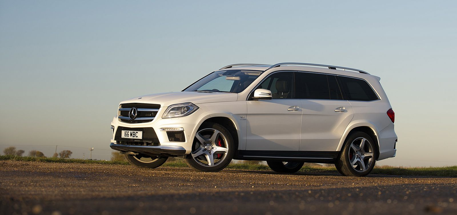 Best 7 seater suvs to buy in 2015 our top 10 carwow for Mercedes benz two seater