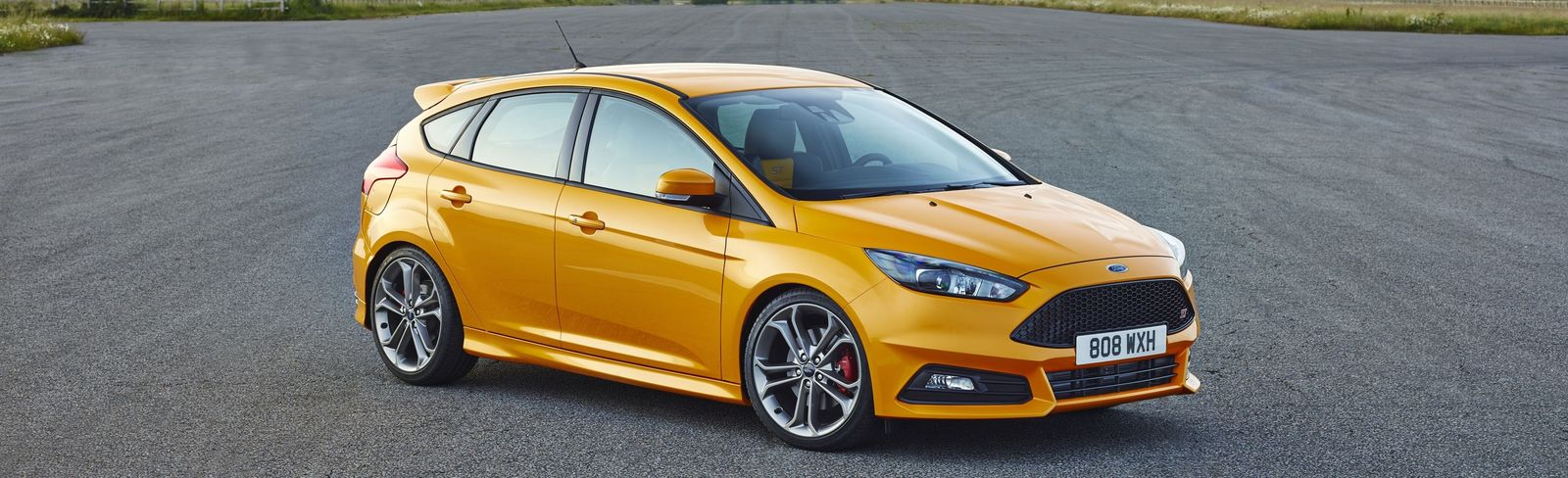 Ford Focus ST dimensions yellow front exterior & Ford Focus sizes and dimensions guide | carwow markmcfarlin.com