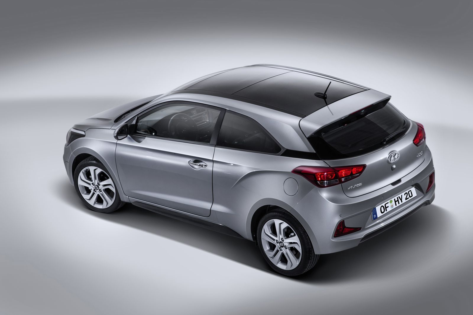 2015 hyundai i20 coupe revealed carwow. Black Bedroom Furniture Sets. Home Design Ideas
