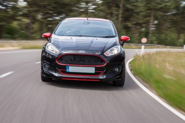 Ford Fiesta Black Edition cornering