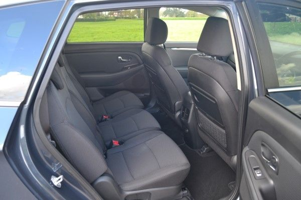 Kia Carens rear seats