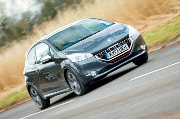 Peugeot 208 GTI front angle