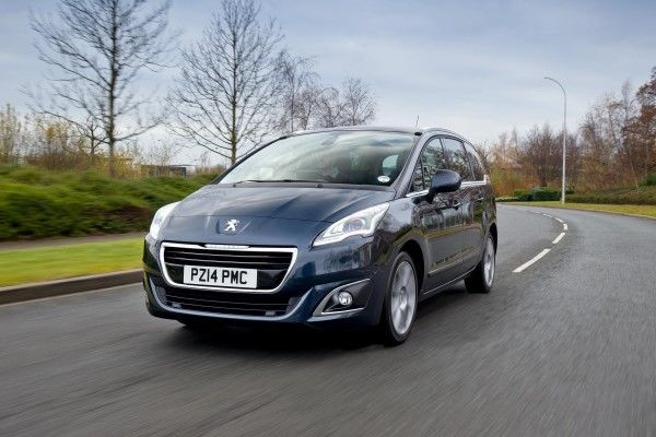 Peugeot 5008 front driving