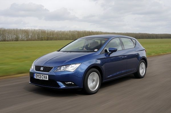 SEAT Leon on track front three quarters