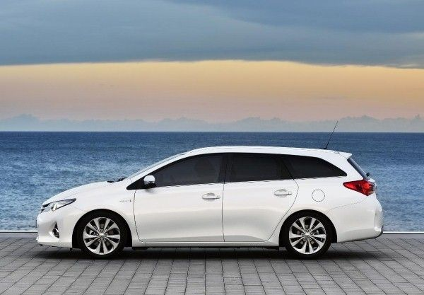 Toyota Auris Touring Sports side