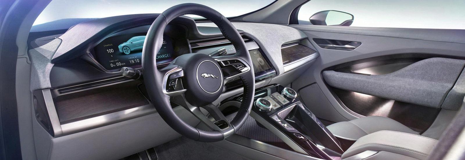 Jaguar f pace carwow audi q5 suv 2018 in depth review for Interieur jaguar f pace