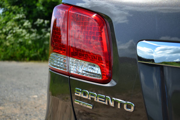 kia sorento rear lights