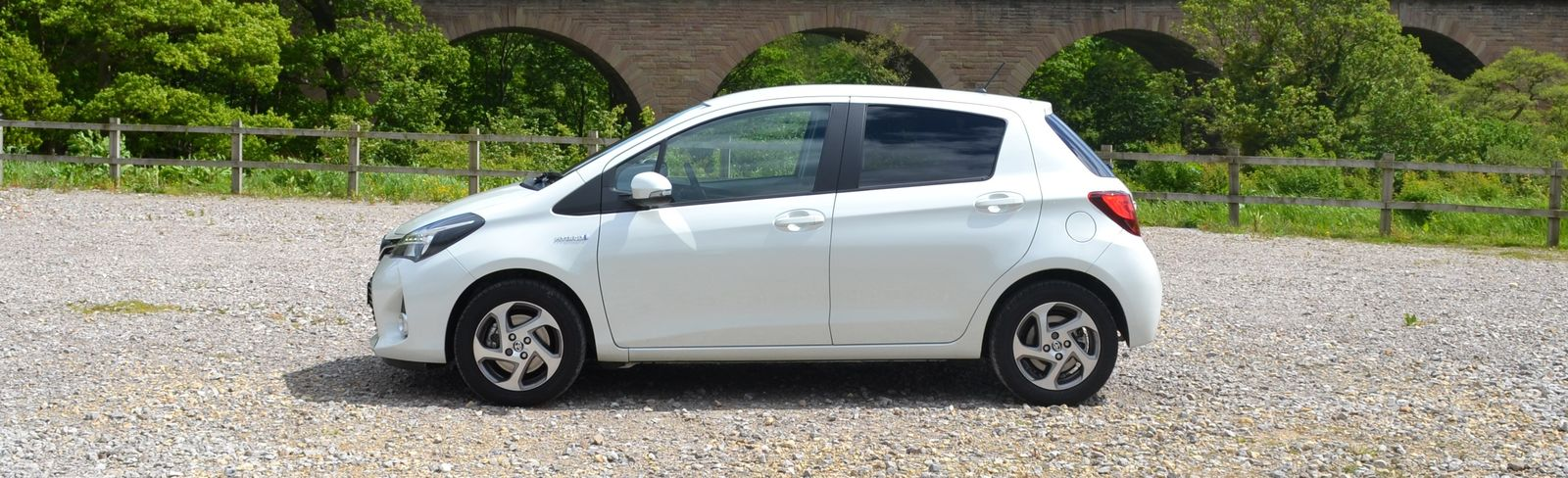 Hybrid driving tips with the Toyota Yaris Hybrid  carwow