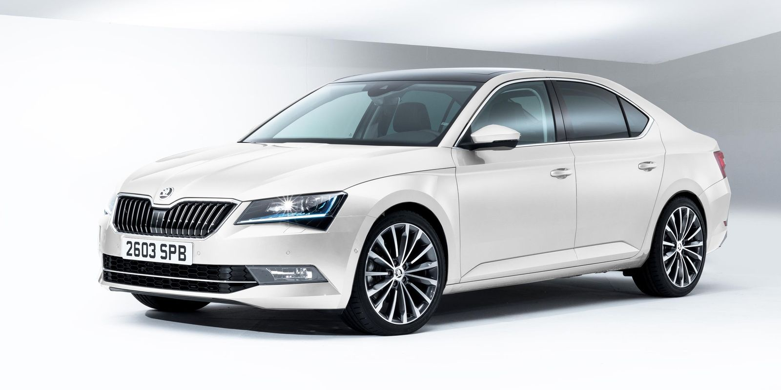 2017 Skoda Superb Review Specs And Price >> Skoda Superb Review A Smart Large Hatchback With Limo Levels Of