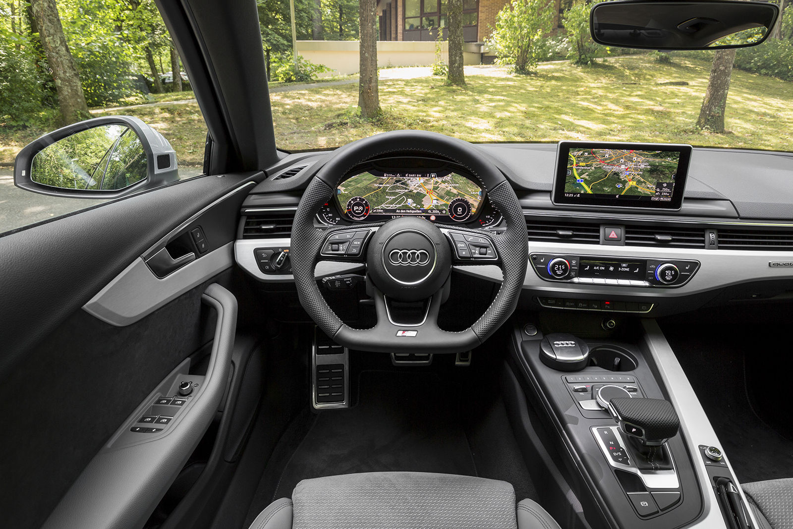 Audi a4 avant review deals carwow for Interieur audi a4 avant