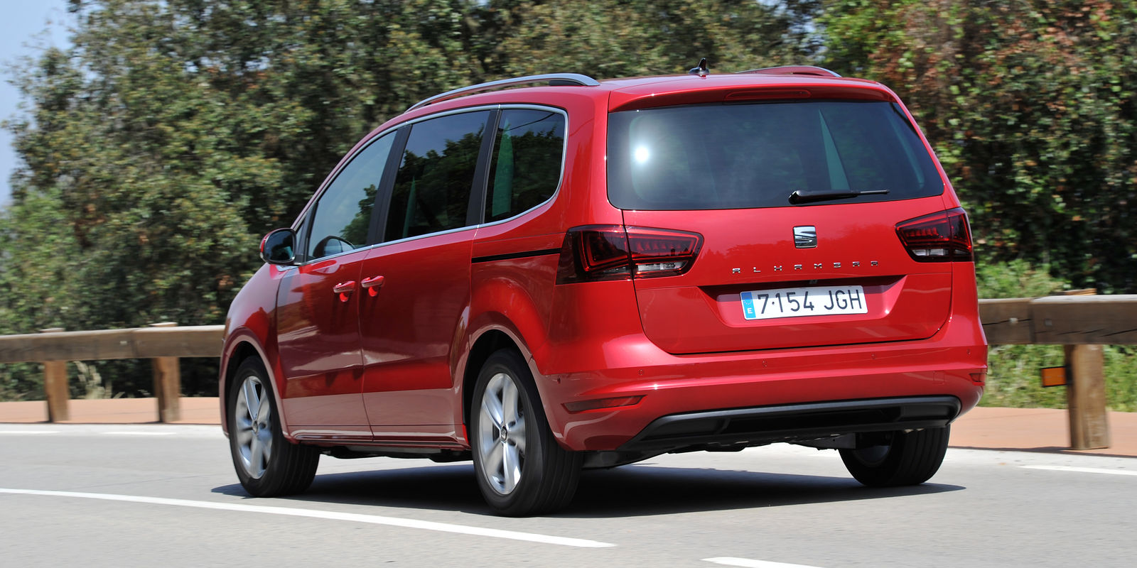 seat alhambra review carwow. Black Bedroom Furniture Sets. Home Design Ideas
